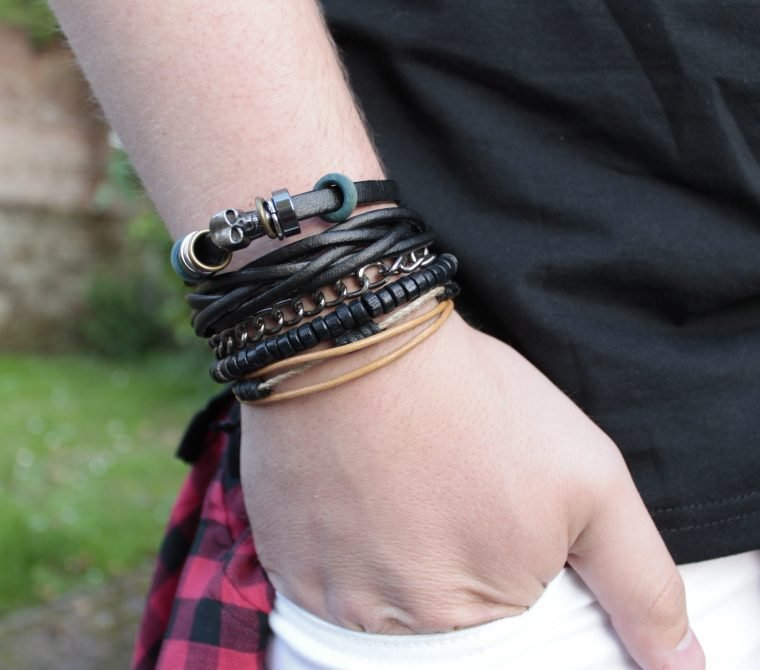 The growing trend of buying and wearing stainless steel black leather bracelet
