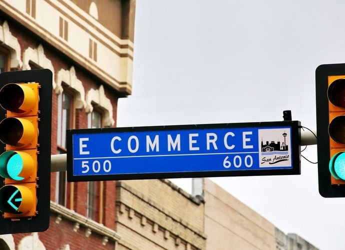 What is e-commerce? What is e-business? Compare E-commerce and E-business