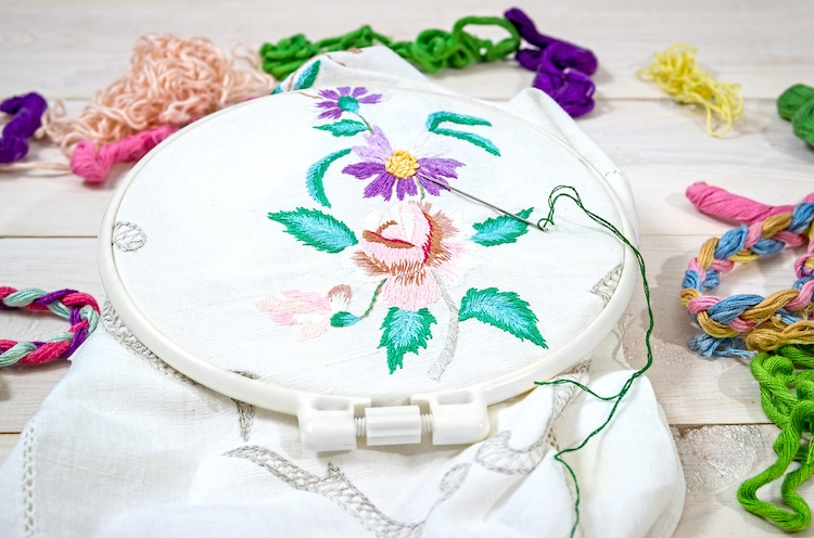 9 Super-Easy Methods For Leaf Embroidery